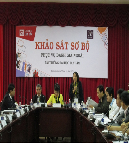 Assoc. Prof. Doctor Tran Thi Ha, Head of the Review Team spoke at the Preliminary Review Visit at Duy Tan University