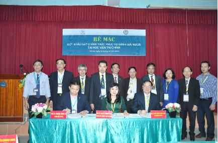 Ký biên bản hoàn thành đợt KSCT  tại Lễ bế mạc đợt KSCT phục vụ ĐGN Học viện Tài chính - Bộ Tài chính