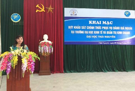 PGS.TS. Nguyễn Phương Nga phát biểu ý kiến tại Lễ Khai mạc đợt KSCT phục vụ ĐGN Trường Đại học Kinh tế & QTKD