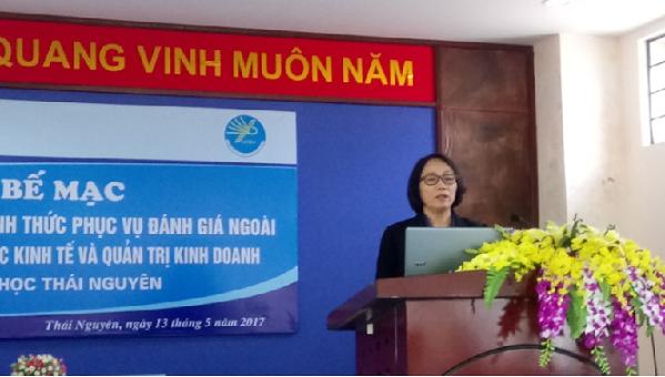 PGS.TS. Trần Thị Hà –Trưởng Đoàn ĐGN trình bày Báo cáo sơ bộ kết quả KSCT
