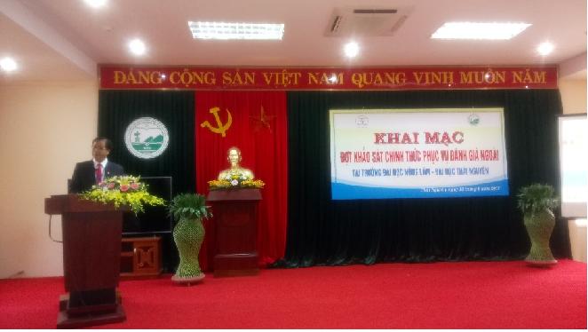 PGS.TS. Trần Văn Điền – Bí thư Đảng ủy, Hiệu trưởng Trường ĐH Nông Lâm        phát biểu ý kiến tại lễ Khai mạc đợt KSCT phục vụ ĐGN.
