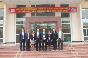 The Representatives of the CEA-AVU&C Review Team and the Leaders of  Hai Duong Medical Technical University