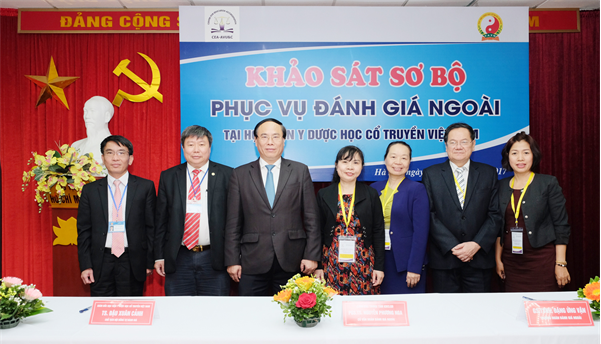 The Representatives of the CEA-AVU&C Review Team and the Leaders of Viet Nam University Of Traditional Medicine