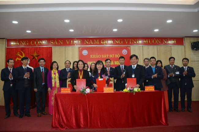 Signing of the Preliminary Report at Hung Vuong University