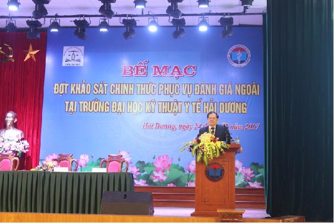 GS.TSKH. Đặng Ứng  Vận – Trưởng đoàn ĐGN phát biểu ý kiến tại Lễ Bế mạc đợt Khảo sát chính thức phục vụ ĐGN Trường Đại học  Kỹ thuật Y tế Hải Dương