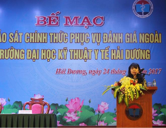 PGS.TS. Nguyễn Phương Nga, Giám đốc TT KĐCLGD, Hiệp hội CTĐHCĐVN phát biểu tại Lễ Bế mạc đợt KSCT phục vụ ĐGN Trường ĐH Kỹ thuật Y tế Hải Dương