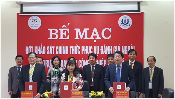 Signed the Brief Review Report of the Institutional Accreditation at  Viet Tri University of Industry